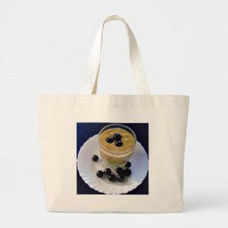 アボカドのブドウのスムージー ラージトートバッグ