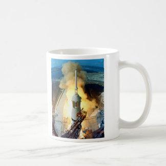アポロ11土星V宇宙船の離昇 コーヒーマグカップ