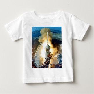 アポロ11土星V宇宙船の離昇 ベビーTシャツ