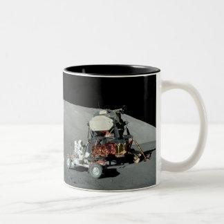 アポロ17 -最終によって人を配置される月面着陸 ツートーンマグカップ