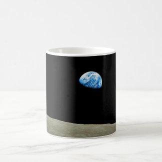 アポロ8代表団によって取られるEarthrise コーヒーマグカップ