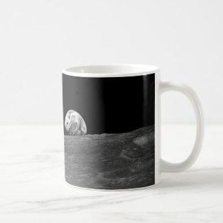 アポロ8著取られるEarthriseの最初写真 コーヒーマグカップ