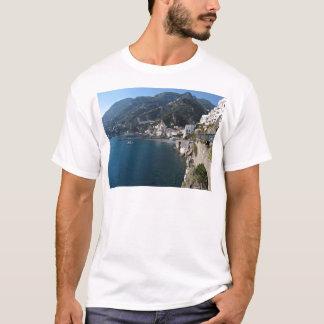 アマルフィの海岸の眺め Tシャツ