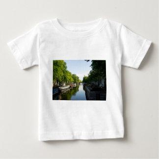 アムステルダム運河のハウスボート ベビーTシャツ