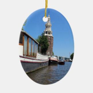 アムステルダム運河の眺め-ボートおよび尖塔 セラミックオーナメント