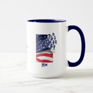アメリカに強アメリカの旗のジグソーパズルの部分をして下さい マグカップ