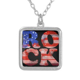 アメリカのロック・ミュージックの単語の旗 シルバープレートネックレス