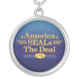 アメリカはDeal_Godを賛美しますチーム6を密封します シルバープレートネックレス