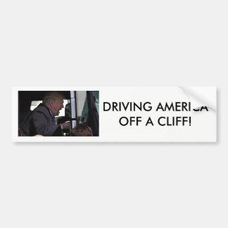 """""""アメリカを""""の崖を離れて運転しますアンチドナルドの切札 バンパーステッカー"""