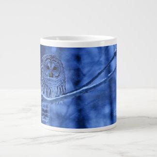 アメリカフクロウの雪の落下 ジャンボコーヒーマグカップ