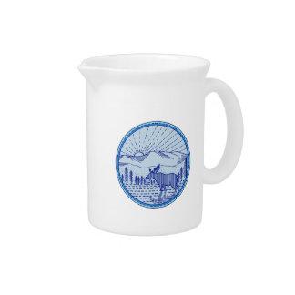 アメリカヘラジカの川平らな山の日が差すことの円モノラル李 ピッチャー