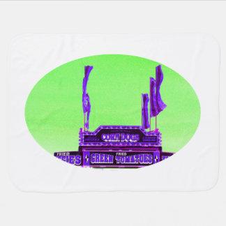 アメリカンドッグの紫色の立場の緑のむらがある空 ベビー ブランケット