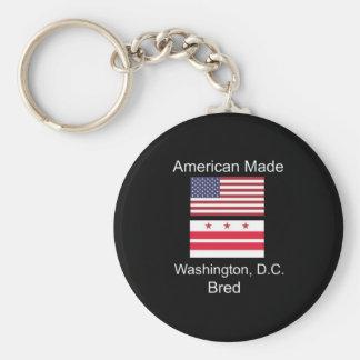 """""""アメリカ生まれ。ワシントンD.C.のD.C. Bred""""旗のデザイン キーホルダー"""