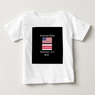 """""""アメリカ生まれ。ワシントンD.C.のD.C. Bred""""旗のデザイン ベビーTシャツ"""