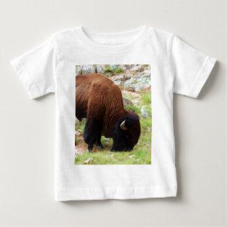 アメリカ野牛の絵画 ベビーTシャツ