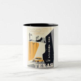 アメリカ-テキサス州の50年代のヴィンテージ旅行ポスターを見て下さい ツートーンマグカップ