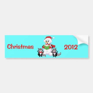 アライグマおよび雪だるまのクリスマスキャロル バンパーステッカー