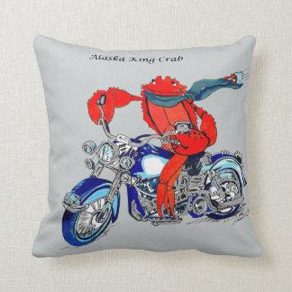 アラスカのかわいいタラバガニ及びオートバイの装飾用クッション クッション