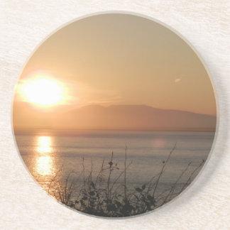 アラスカの山のSusitnaの日没/ コースター