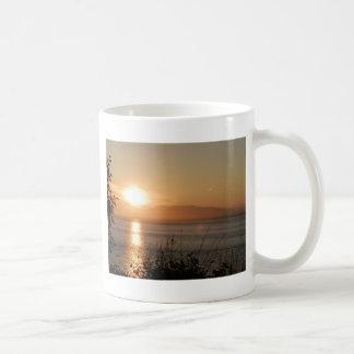 アラスカの山のSusitnaの日没/ コーヒーマグカップ