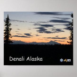 アラスカの山地の日没 ポスター