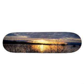 アラスカの日没のスケートボード スケートボード