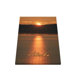 アラスカの日没-海から反射するこはく色 キャンバスプリント