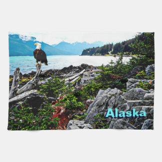 アラスカの海岸の白頭鷲 キッチンタオル
