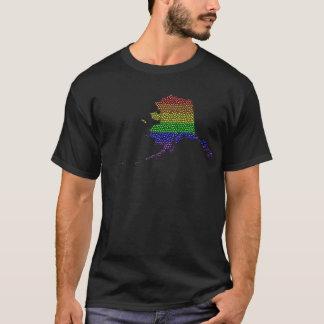 アラスカの虹のプライドの旗のモザイク Tシャツ