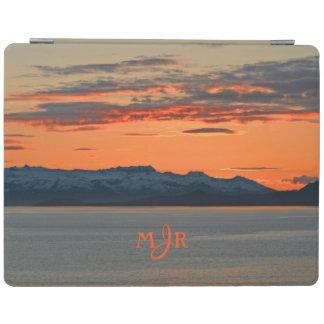 アラスカの鮮やかなオレンジ日没のモノグラム iPad カバー