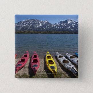 アラスカのBernard湖のカヤックのパノラマ 5.1cm 正方形バッジ