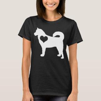 アラスカンマラミュートのハートの暗闇のTシャツ Tシャツ
