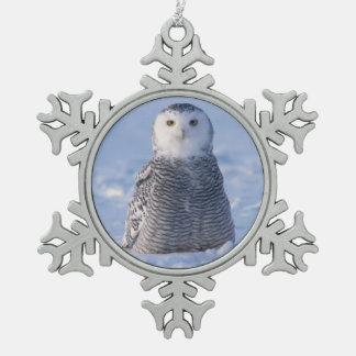 アラスカ北極Snowyのフクロウの冬場面写真のデザイン スノーフレークピューターオーナメント