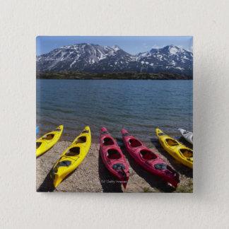 アラスカ2のBernard湖のカヤックのパノラマ 5.1cm 正方形バッジ