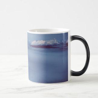 アラスカ/Amanka湖の氷霧 マジックマグカップ