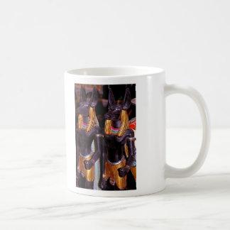 アラバスターのAnubis コーヒーマグカップ