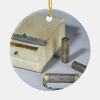 アラバスター箱および青銅および銀はシリンダーを密封します 陶器製丸型オーナメント