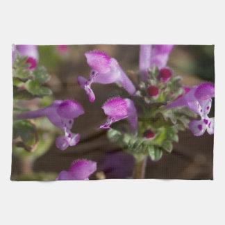 アラバマHenbit Deadnettleの野生の花 キッチンタオル