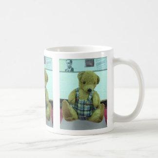 アラン・チューリングのテディー・ベア コーヒーマグカップ
