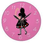 アリスおよびピンクのフラミンゴ ラージ壁時計
