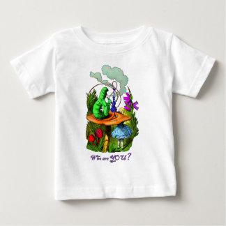 アリスおよび幼虫 ベビーTシャツ