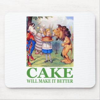 アリスはケーキがそれをよりよくさせることを言います マウスパッド