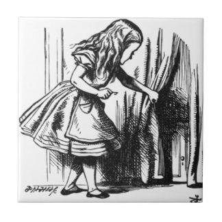 アリスはドアを見つけます タイル