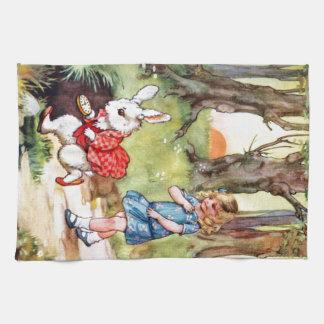 アリスは不思議の国に白いウサギを後を追います キッチンタオル