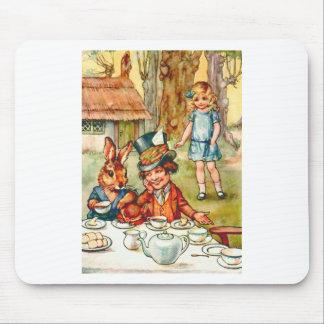 アリスは帽子屋のお茶会につまずきます マウスパッド
