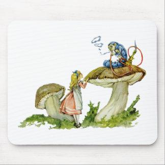 アリスは幼虫からのアドバイスを追求します マウスパッド