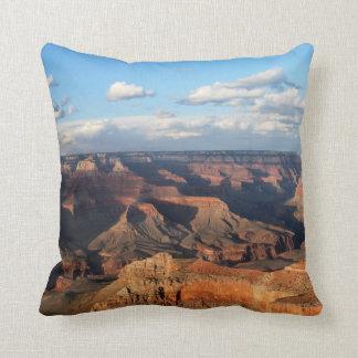 アリゾナの南縁から見られるグランドキャニオン クッション
