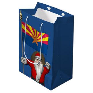 アリゾナの旗を持つ愛国心が強いサンタクロース ミディアムペーパーバッグ