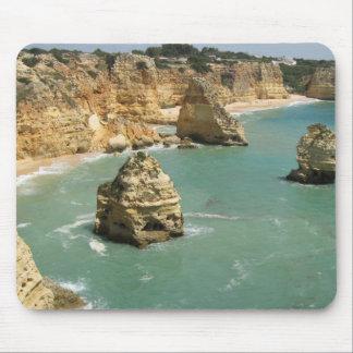 アルガルヴェ地方、ポルトガル、Benagilのビーチおよび石 マウスパッド