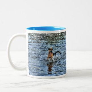 アルザスのジャーマン・シェパードの犬恋人のギフト ツートーンマグカップ